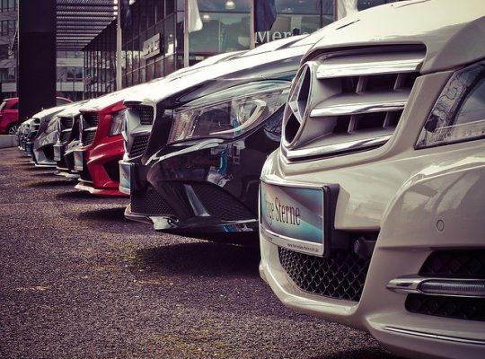 Czy wypożyczalnia samochodów to dobre rozwiązanie w podróży służbowej?
